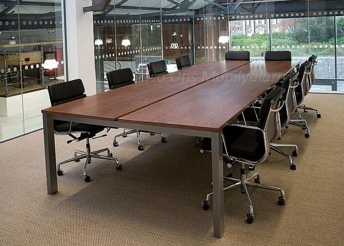 Nesca toplantı masası